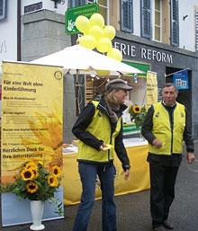 Am Nationalen Aktionstag gegen die Kinderlähmung waren rotarische Helfer an über 200 Ständen in der Schweiz im Einsatz.