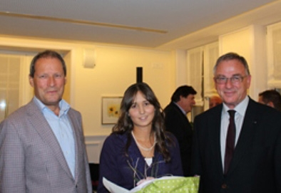 (v.l.n.r.) Rot. Markus Zurkinden (Elsner-Stiftung); Preisträgerin Angelia Maria Schwaller; AG Joseph Roggo, Präsident RC Freiburg-Sense